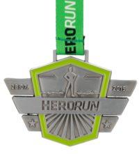 Medal odlewany Herorun z personalizowaną wstążką i wypełnieniem zielonym kolorem