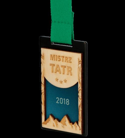 Medale z nadrukiem - czarny medal z grawerowaną sklejką