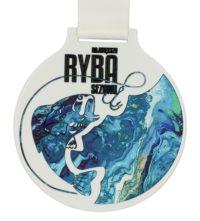 Medal z nadrukiem q-medals standard plus największa ryba sezonu - biały okrągły medal z niebieskim nadrukiem