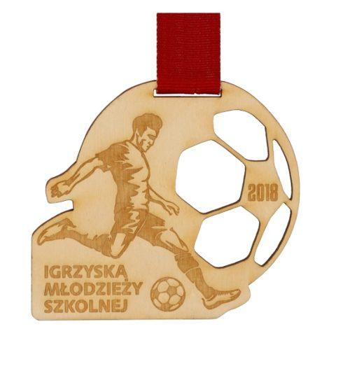 Medal drewniany z grawerem na czerwonej wstążce