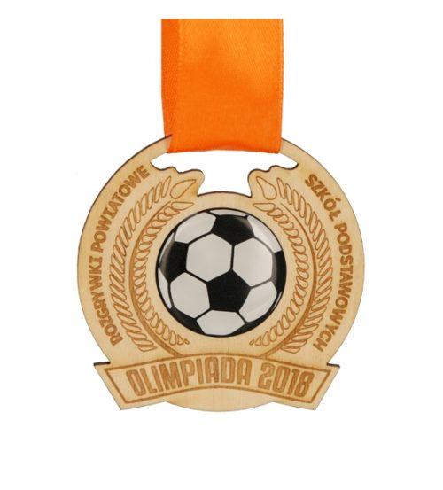 Medal drewniany z grawerem na pomarańczowej wstążce