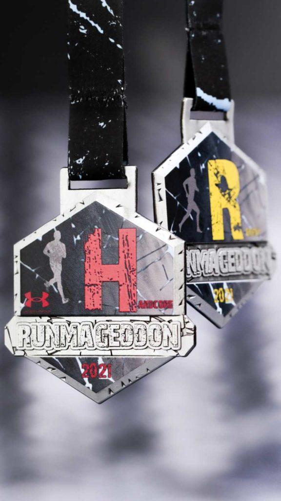 runmageddon medal - czarny medal z kolorowym nadrukiem