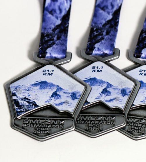 Medale Vision na śnieżny półmaraton z personalizowaną wstążką