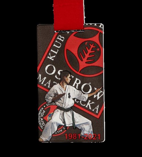 Medal karate z czerwoną wstążką